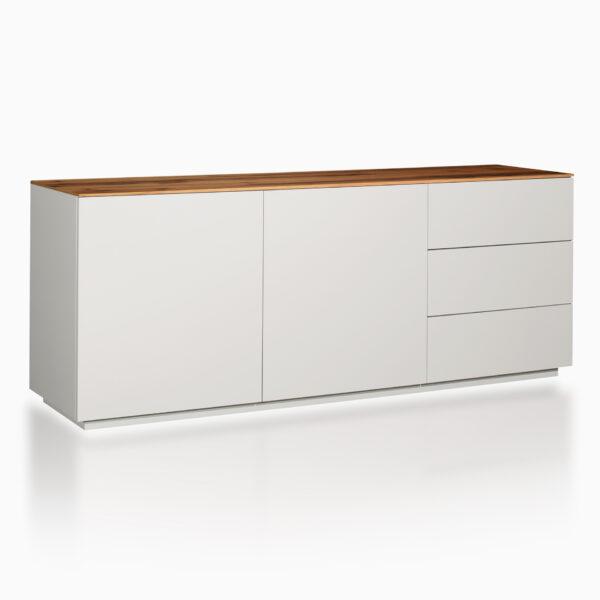 Credenza iGins in legno di Noce con 2 ante e 2 ripiani, 3 cassetti, zoccolino effetto vedo-non-vedo