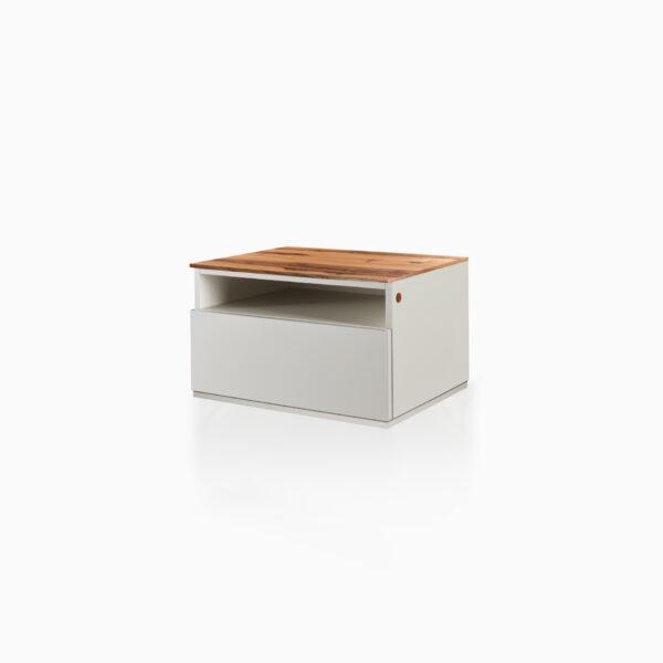 Comodino iGins in Legno di Noce con 1 cassetto, 1 vano giorno e zoccolino effetto «vedo-non-vedo».