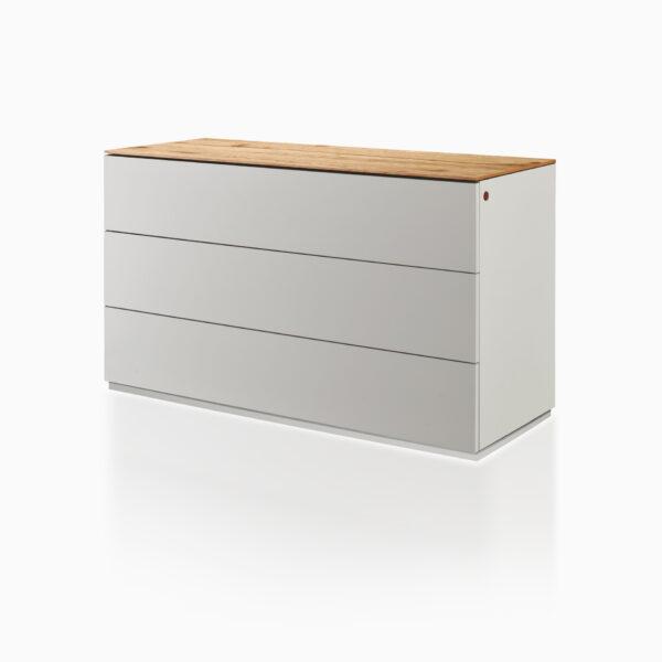 Comò iGins in legno di Rovere con 3 cassetti e con zoccolino effetto «vedo-non-vedo».